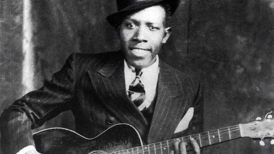 Le guitariste blues Robert Johnson vers 1935