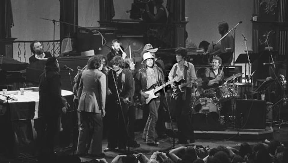 The Band lors de la grande finale de The Last Waltz avec, au centre, Bob Dylan