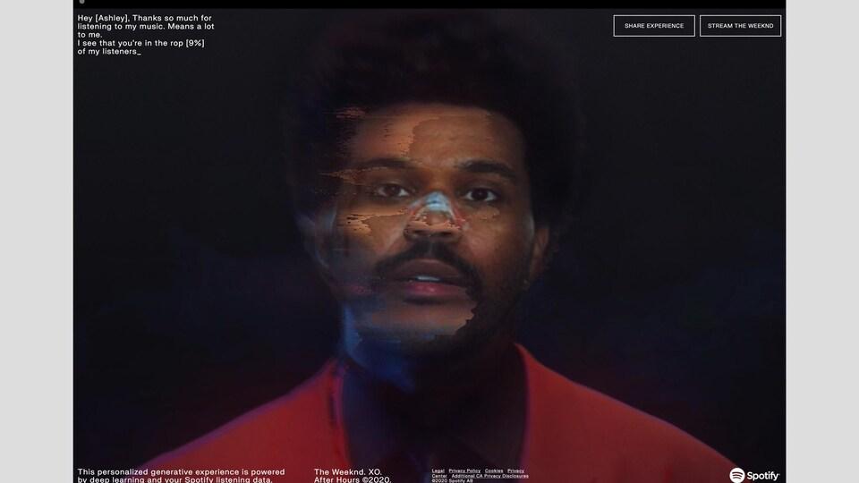 The Weeknd porte une veste rouge.