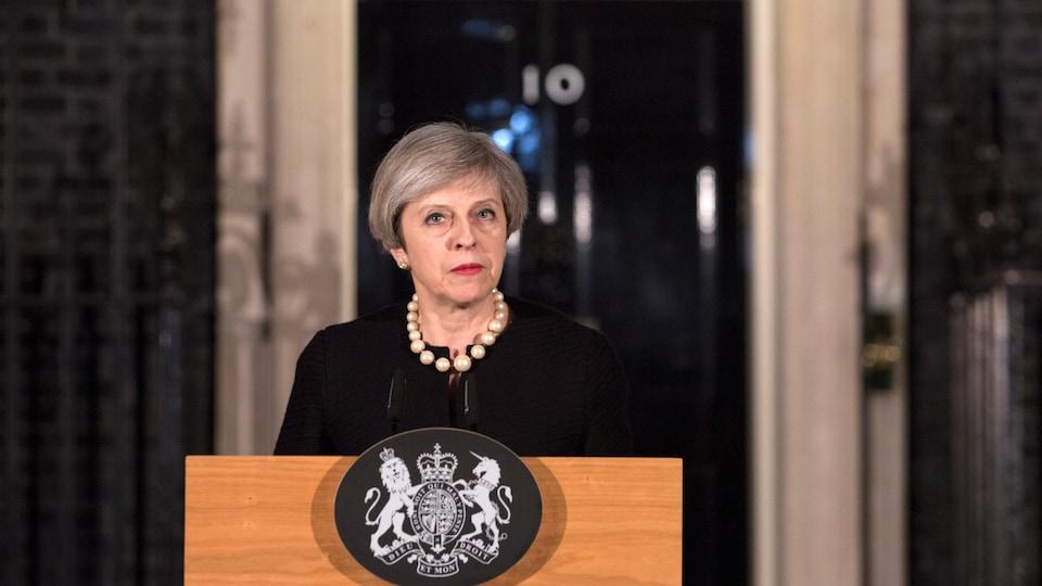 Theresa May s'adresse aux médias après l'attaque au parlement de Westminster.