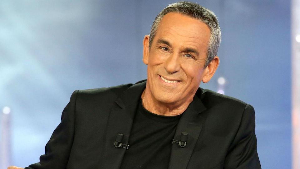 Thierry Ardisson sur le plateau de l'émission <em>Salut les Terriens</em>
