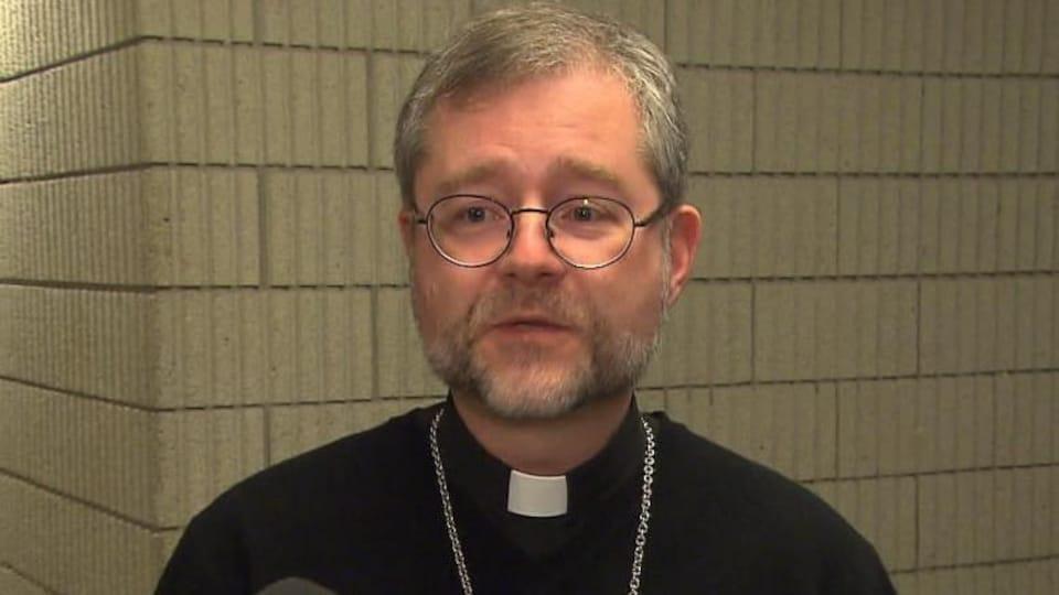 L'évêque auxiliaire de l'Archidiocèse de Montréal, Thomas Dowd, accorde une entrevue à CBC News.