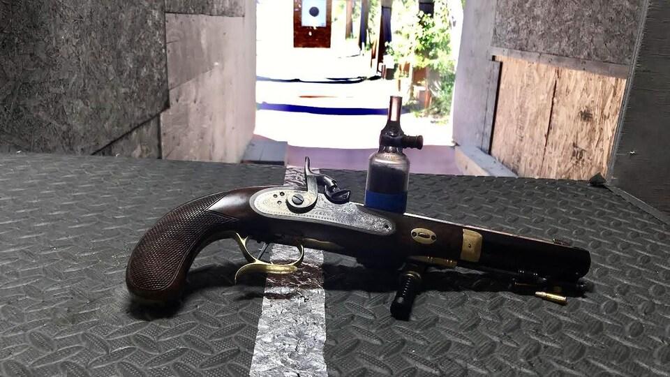 Une arme à feu ancienne.