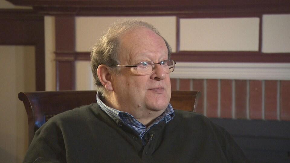 Tom Marshall, ancien premier ministre de Terre-Neuve-et-Labrador, en gros plan sur le visage.