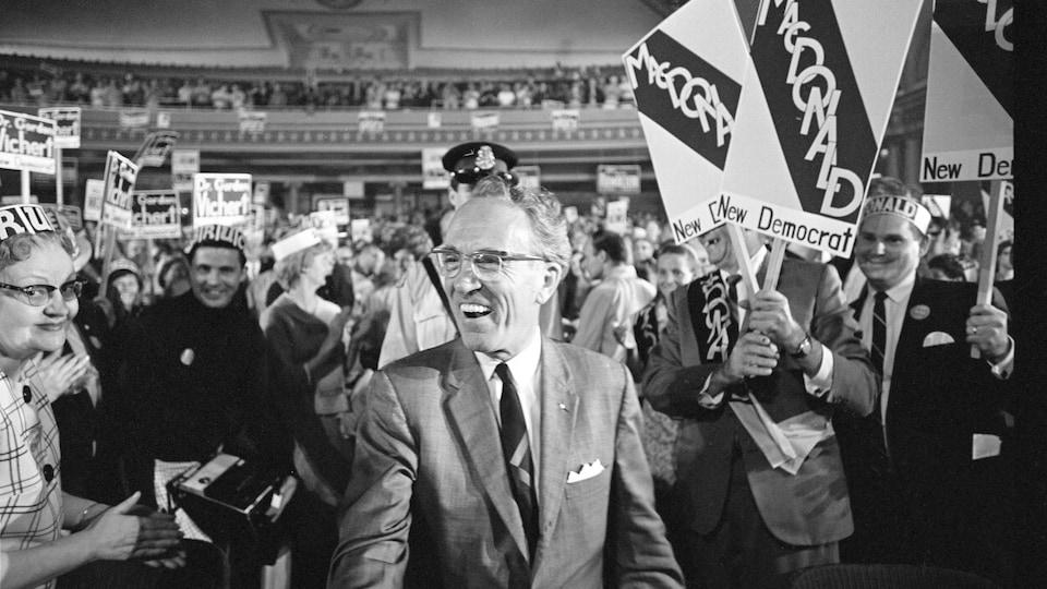Le chef du NPD à Hamilton lors d'une manifestation en 1968