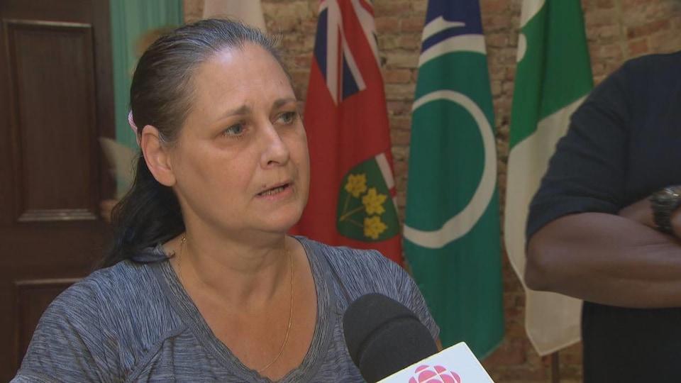 Une femme interrogée par CBC.