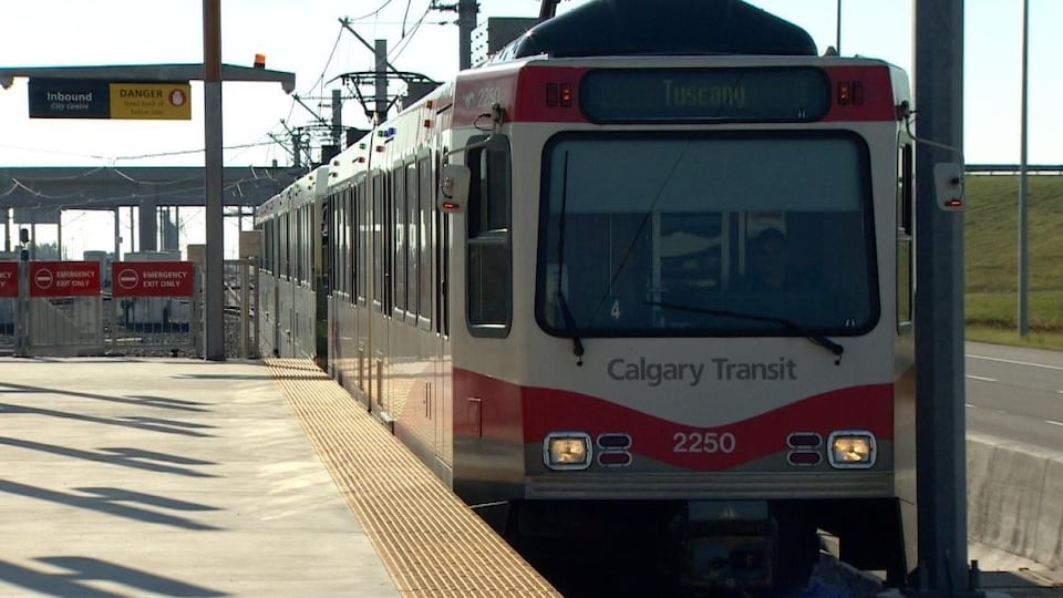 Un train du service de transport collectif de Calgary