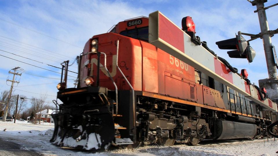 Une locomotive approche.