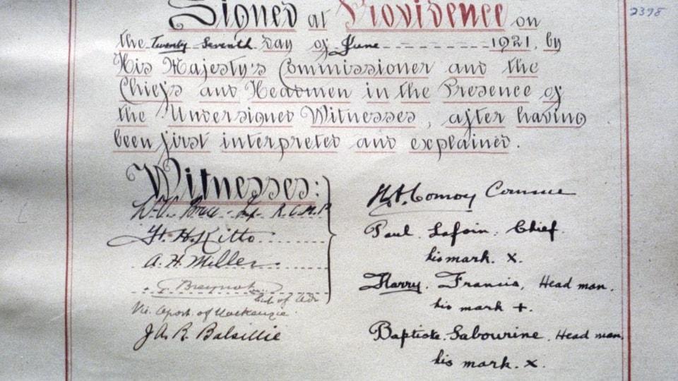 Une page de traité avec des signatures.