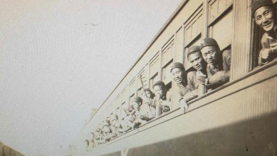 Travailleurs chinois partant pour le front de l'Ouest durant la Grande Guerre.