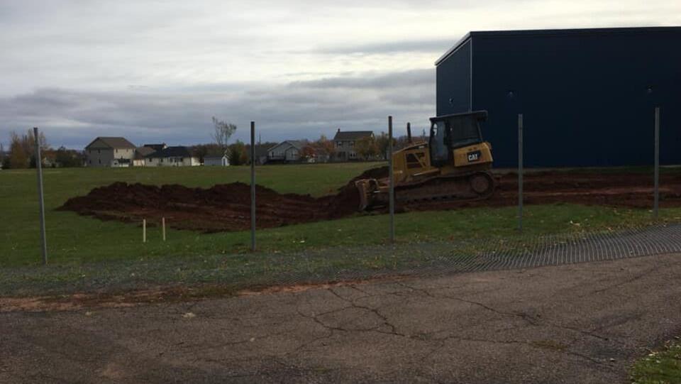 Les travaux en cours sur le terrain du centre scolaire communautaire de Summerside.
