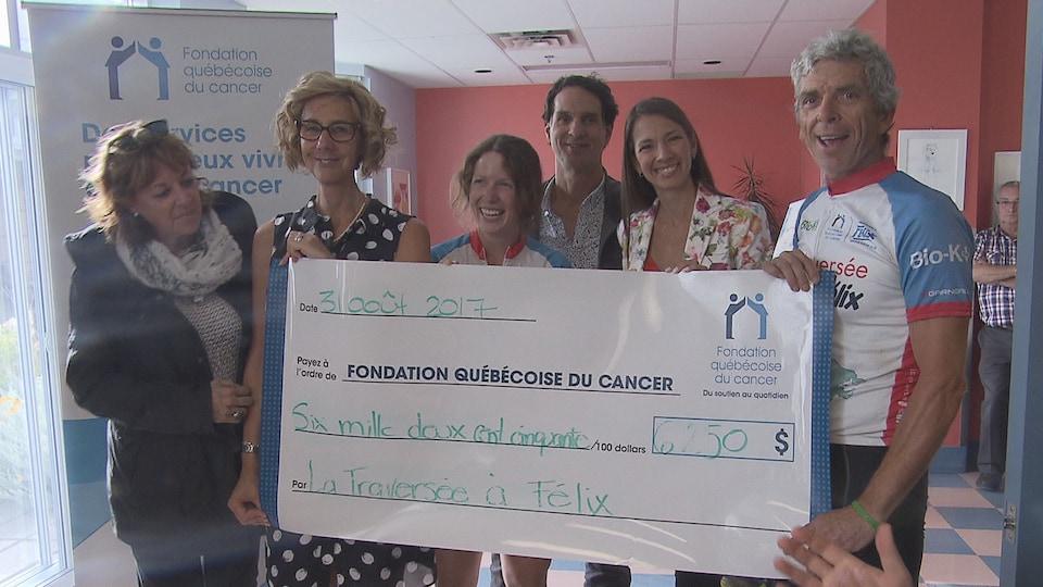 Alain et Noémie Roy ont remis plus de 6000 $ à la Fondation québécoise du Cancer.