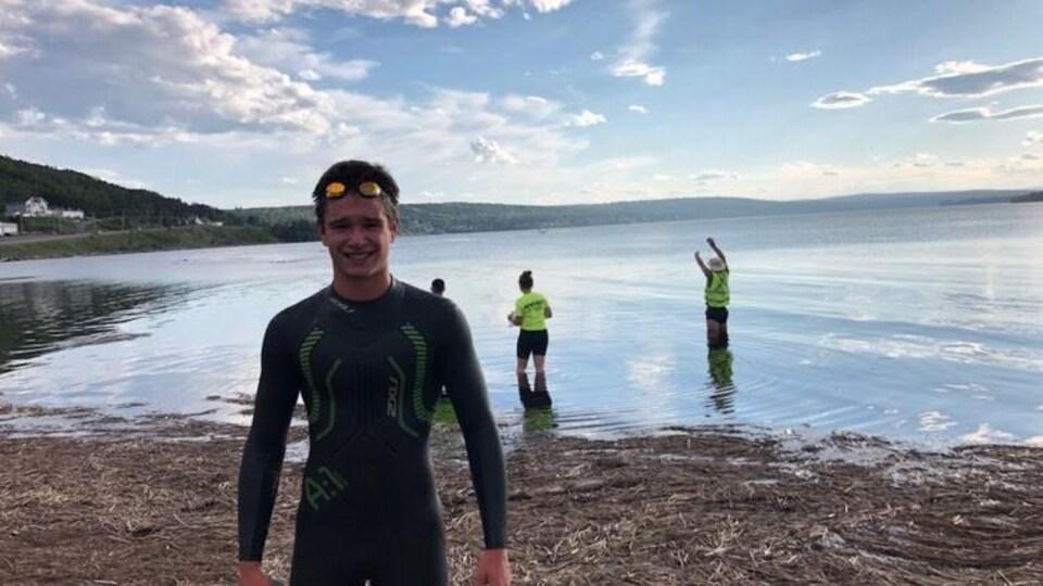 Nicholas Perreault, 14 ans, premier nageur à compléter l'épreuve.