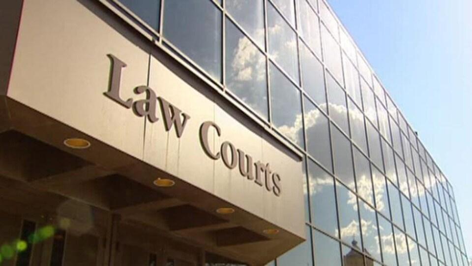 Façade du tribunal du Manitoba.