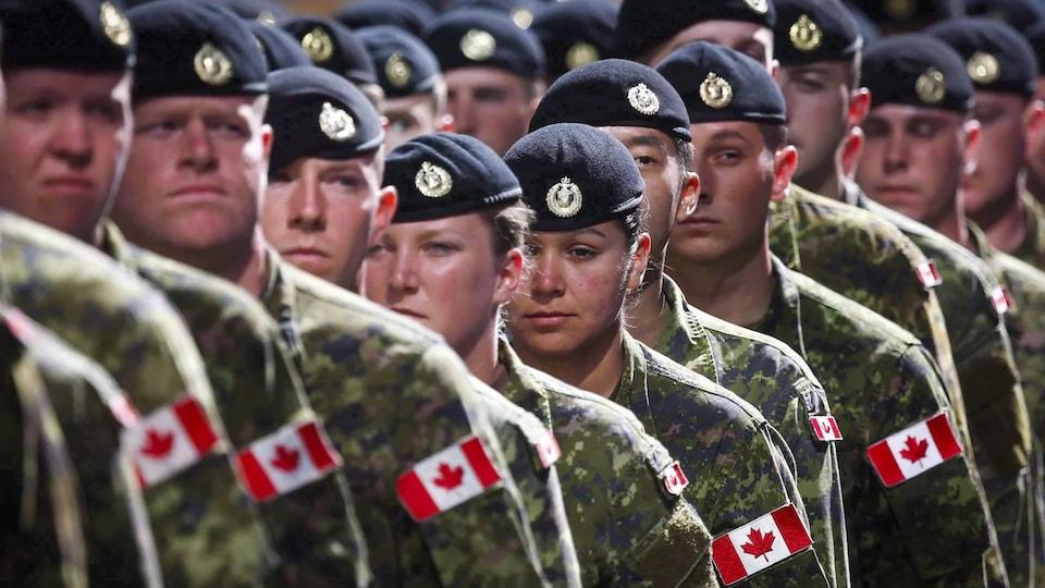 Un groupe de militaires des Forces canadiennes.
