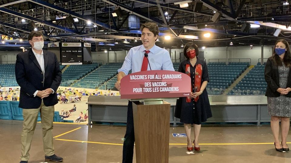 Justin Trudeau prononce une allocution.