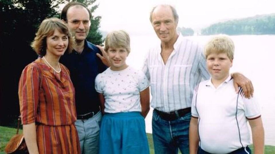 Photographies de famille prise devant un lac