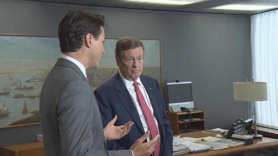 Rencontre entre Justin Trudeau et Tory à l'hôtel de ville.