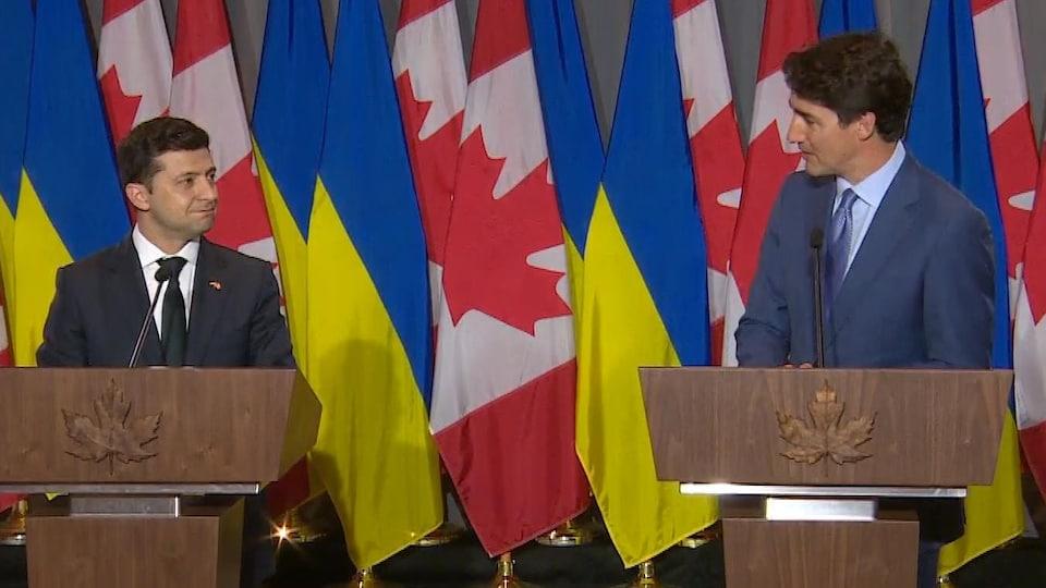 Le président ukrainien et le premier ministre canadien lors d'une conférence de presse