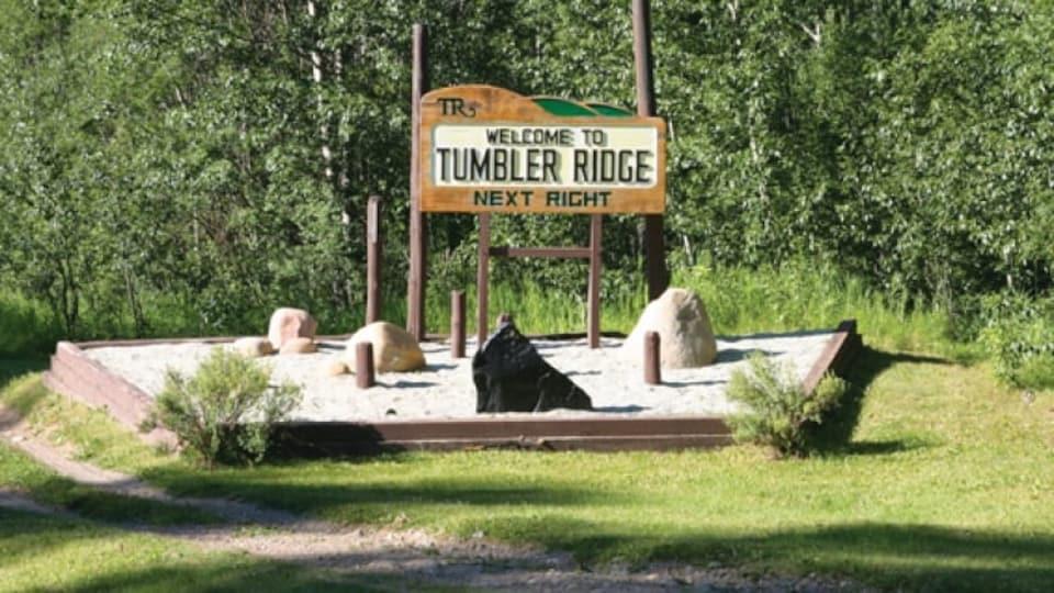 Une pancarte de bienvenue à Tumbler Ridge.