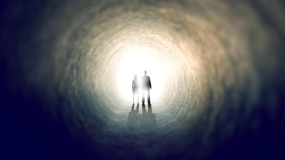 L'observation d'un tunnel est souvent décrite dans l'expérience de mort imminente.