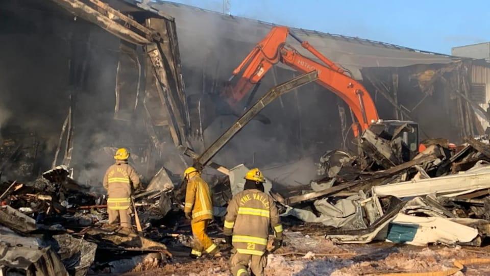 Le bâtiment presque éteint.