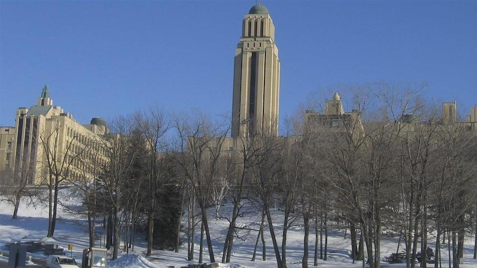 L'édifice principal de l'Université de Montréal.