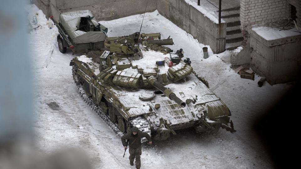 Un soldat ukrainien dans la ville d'Avdiivka, en Ukraine, le 2 février 2017.