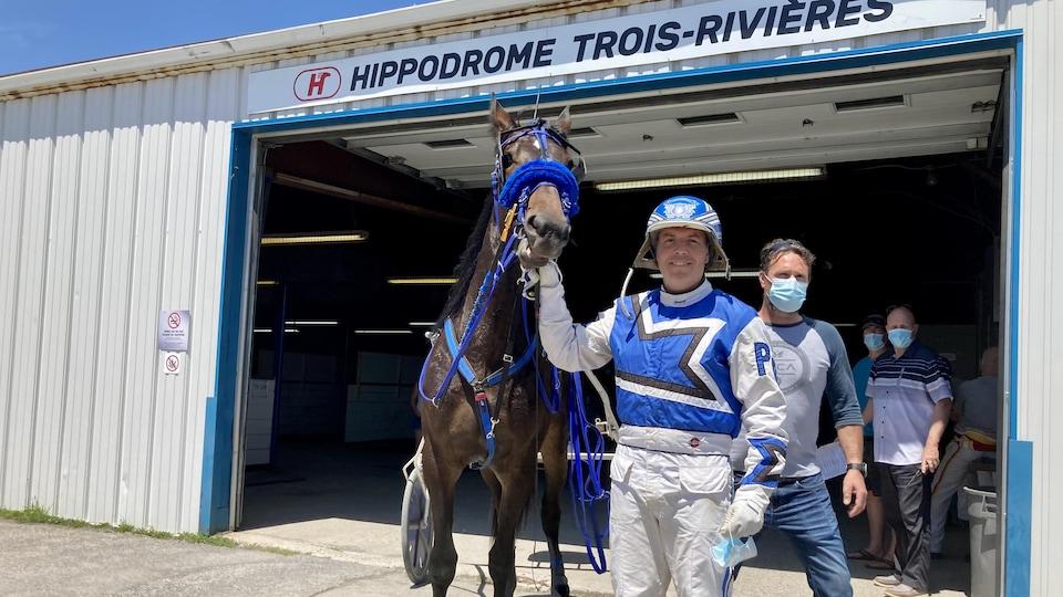 Pascal Bérubé pratique la course de chevaux depuis 25 ans et espère pouvoir le faire encore longtemps.