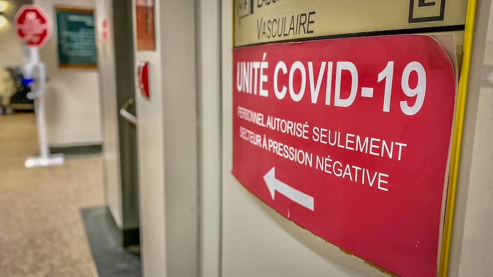 Les portes de l'unité COVID-19 de l'hôpital de Hull.