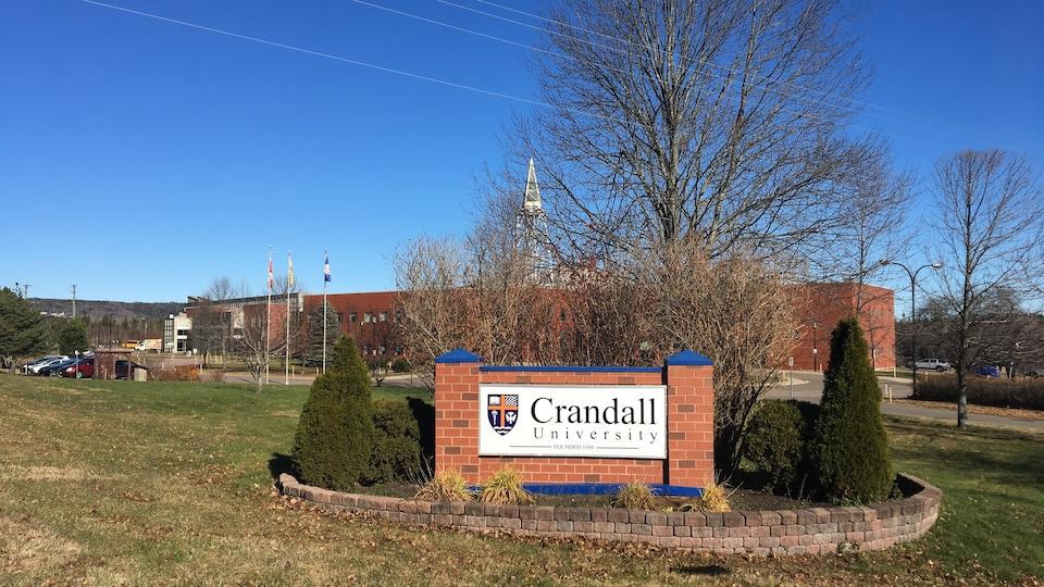 L'Université Crandall vue de l'extérieur.