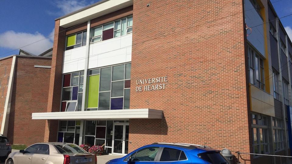 L'Université de Hearst a son campus principal à Hearst.