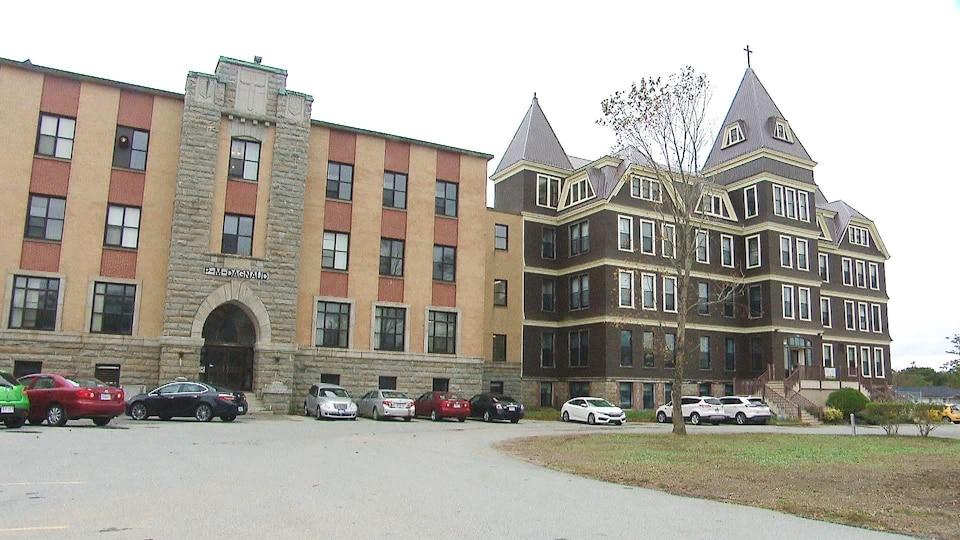 Un bâtiment universitaire.