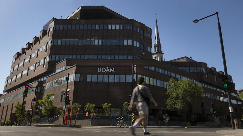 L'Université du Québec à Montréal.