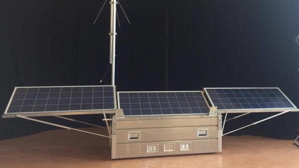 L'outil créé par trois étudiants de l'UQAR est muni de panneaux solaires.