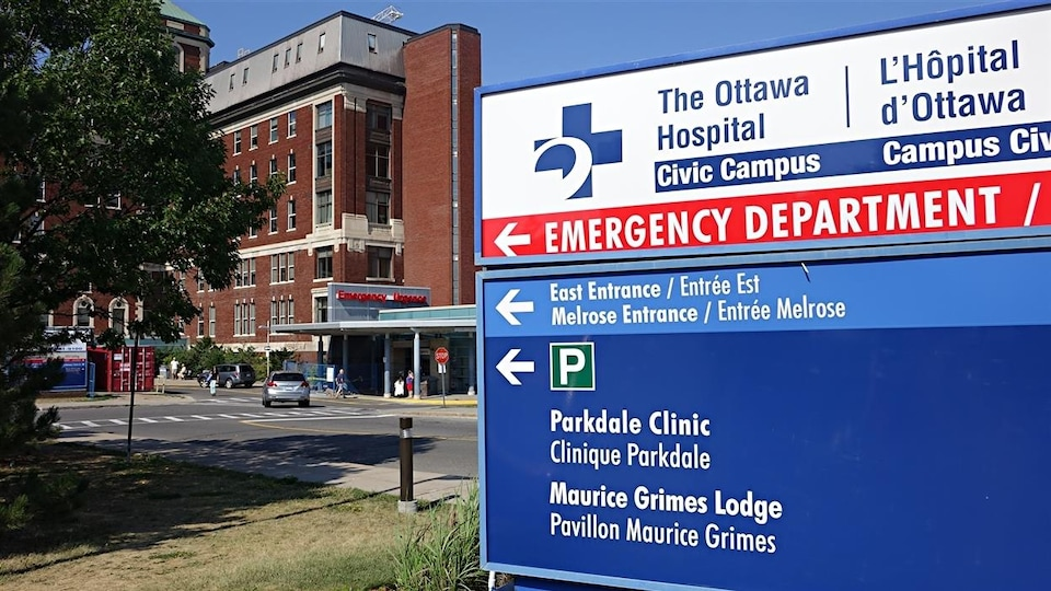 Le panneau de l'entrée des urgences de l'Hôpital d'Ottawa.