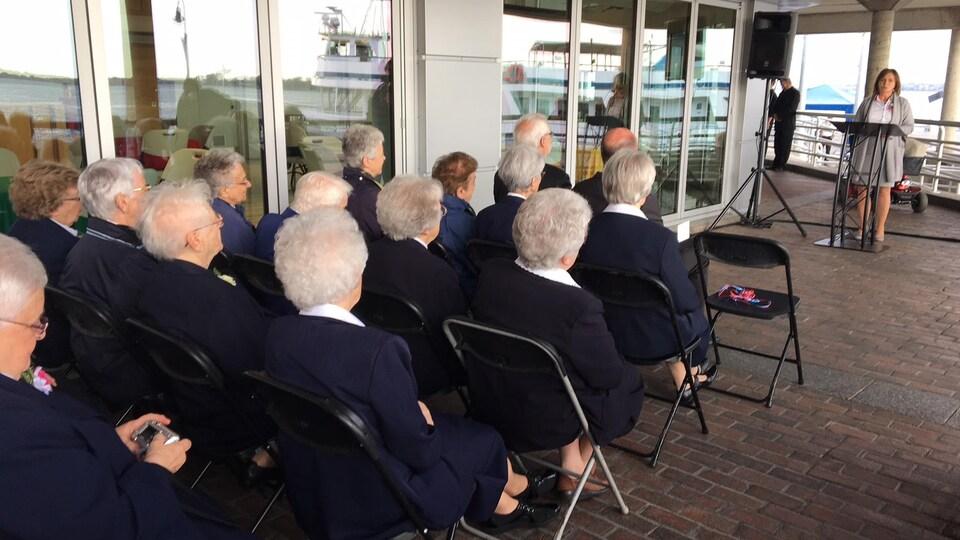 Plusieurs Ursulines ont assisté à la cérémonie soulignant leurs 320 années d'histoire à Trois-Rivières.