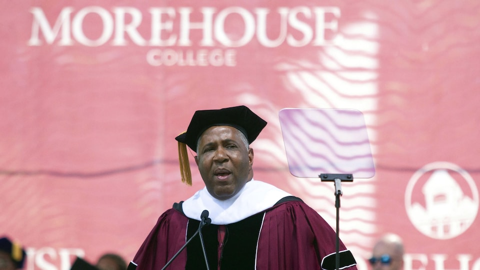 Le milliardaire Robert F. Smith recevait un doctorat honorifique de l'Université Morehouse