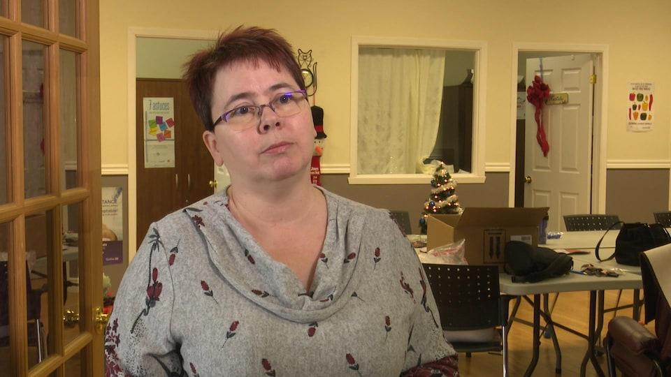 Nathalie Lizotte dans la salle commune du centre des femmes.