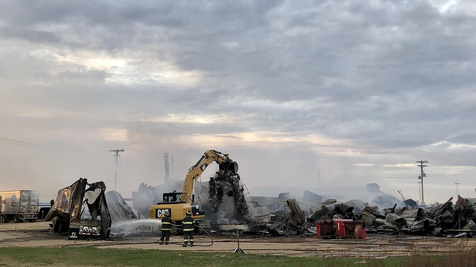 Ce qu'il reste de l'usine Pêcheries de Chez Nous Ltée, après l'incendie du 21 mai 2020.