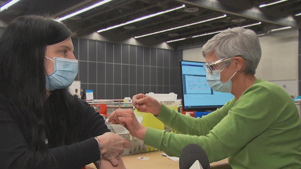 Simulation de l'opération de vaccination au Palais des Congrès à Montréal.