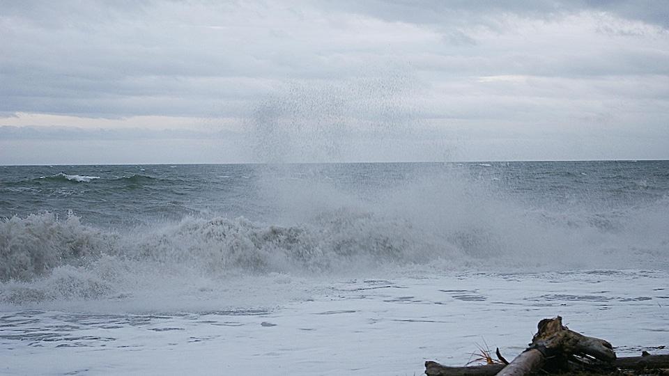 Onde de tempête sur le fleuve Saint-Laurent