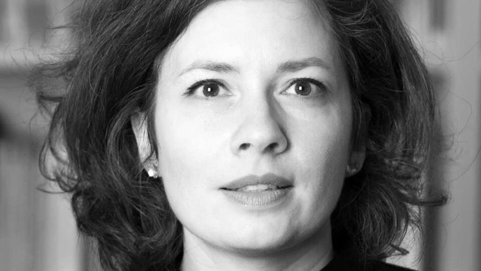 Portrait en noir et blanc de Valérie Forgues