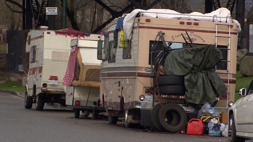 Des véhicules récréatifs dans les rues du Grand Vancouver.