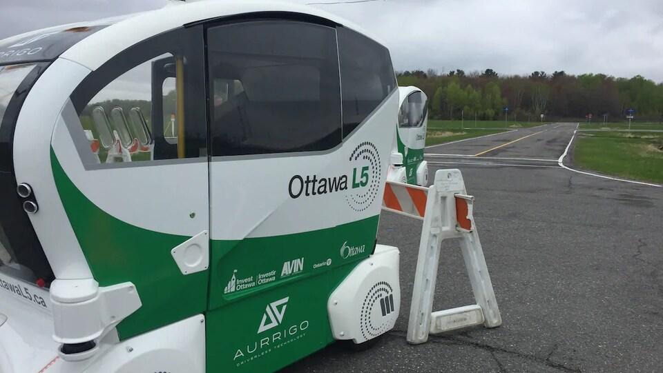 Un véhicule autonome sur une piste d'essai.