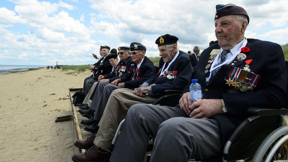 Des vétérans de la Seconde Guerre mondiale de retour à Juno Beach en Normandie.
