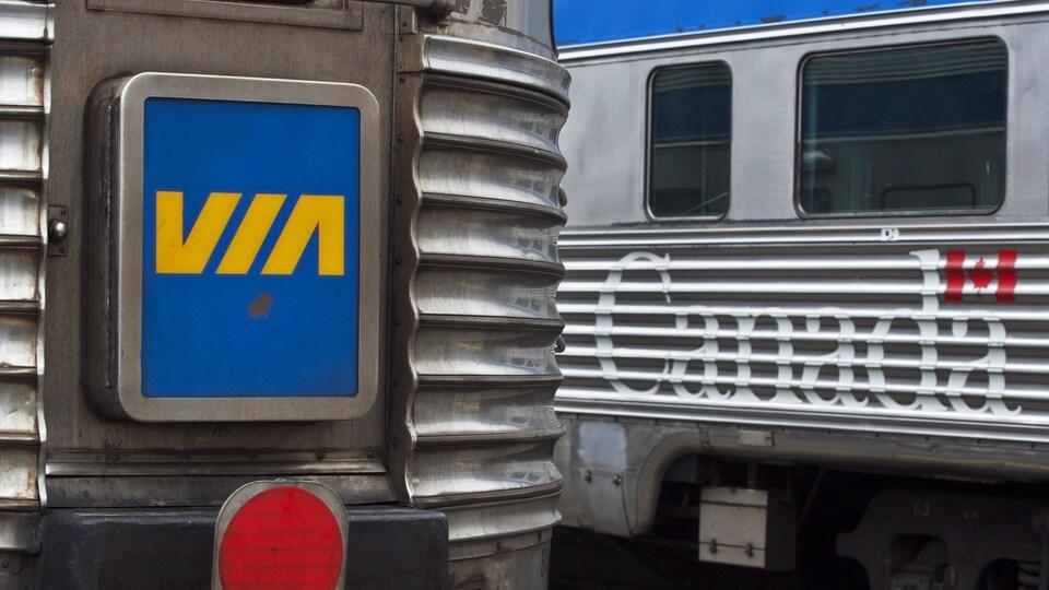 Les modèles en acier inoxydable du train l'Océan.