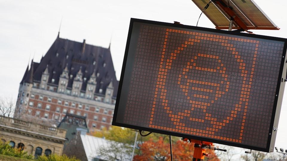 Ville de Québec, affichage image port du masque obligatoire sur panneau lumineux