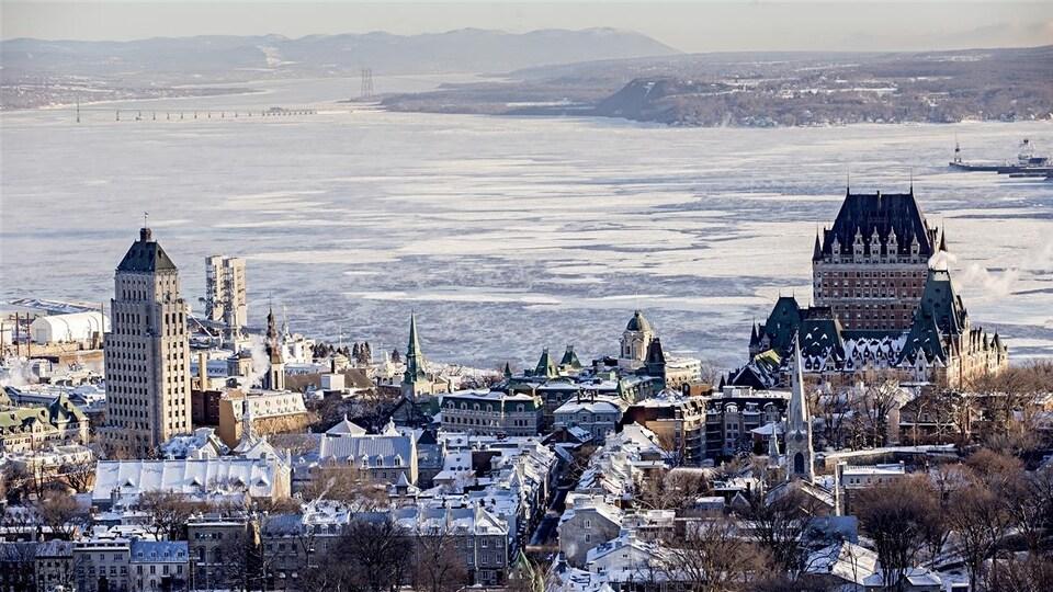 Vue du Vieux-Québec et du Château Frontenac, en hiver.