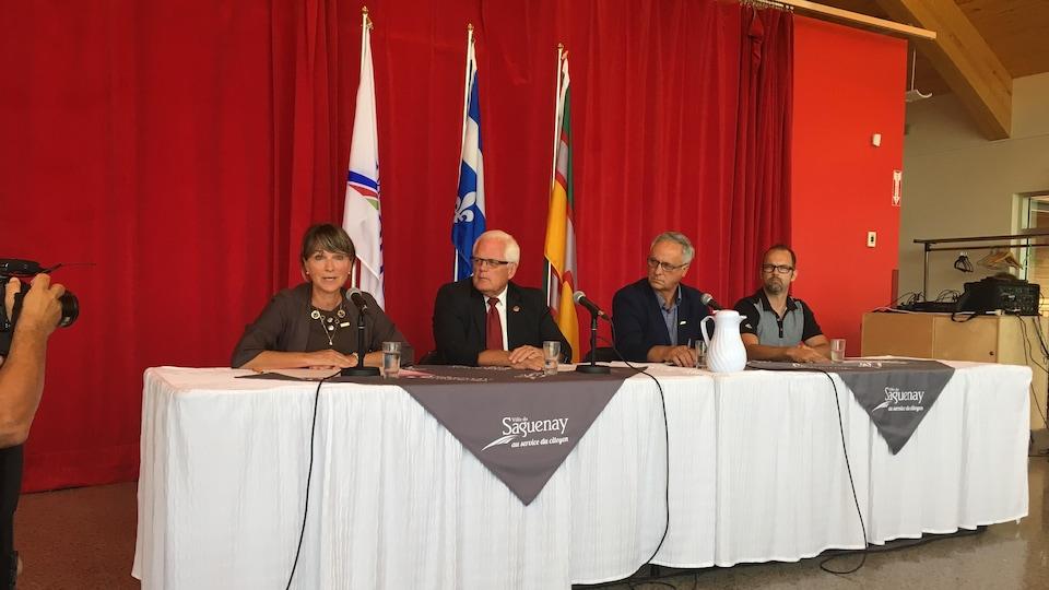 Les élus lors de la conférence de presse